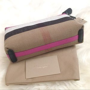 995d1673cf00 Burberry Bags - NWT Burberry Duncan Medium Canvas Check Clutch Bag